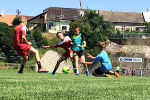 Fotbalové kempy Luboše Kaloudy a Petra Švancary nabízí dětem všestranné vyžití.