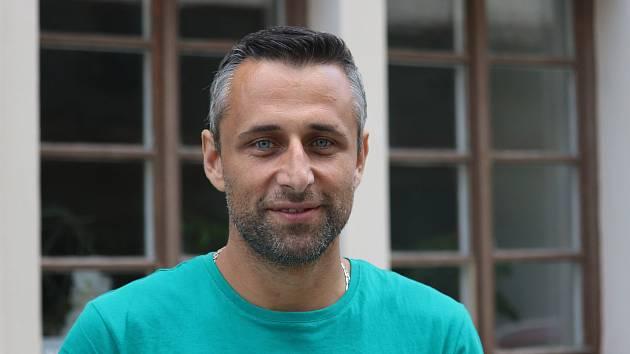 Jaromír Schoffer je finalista soutěže o nejsympatičtějšího gaye z Česka a Slovenska. Pochází z Telnice na Brněnsku.
