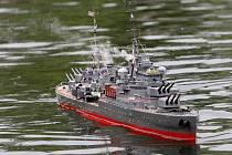 Dramatická letecká a námořní bitva se strhla v Rakovecké zátoce na Brněnské přehradě. Modeláři z Mini Navy Clubu Midway předvedli divákům desítky zmenšenin lodí, ponorek a letadel německé, japonské nebo americké armády.