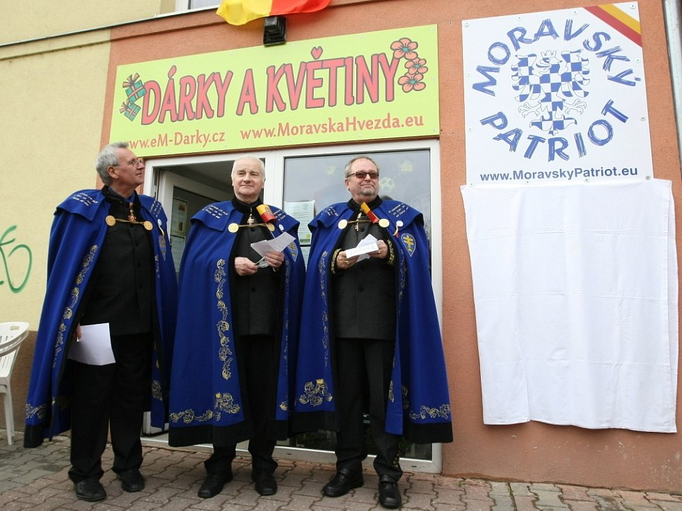 Prodejnu Moravský patriot otevřeli rytíři.