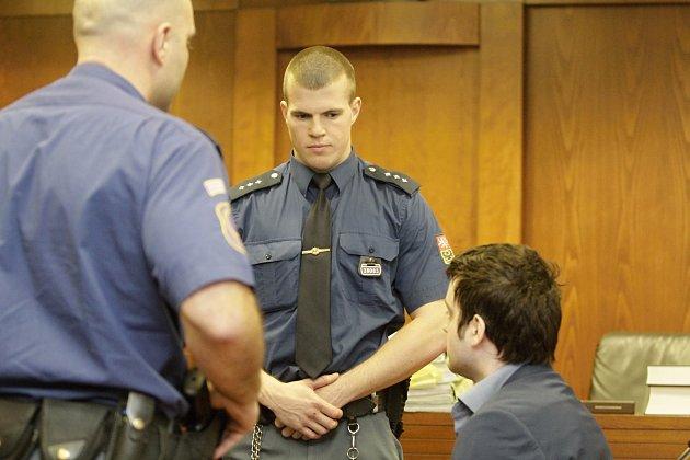 Jednání u olomouckého vrchního soudu v případu čtyřnásobné vraždy s obviněným Kevinem Dahlgrenem.