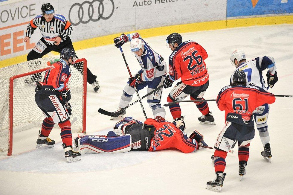 Utkání 35. kola hokejové extraligy: HC Vítkovice Ridera vs. HC Kometa Brno, 30. prosince 2017 v Ostravě. (střed) Bartošák Patrik.