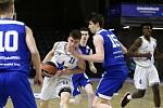 Brněnští mladíci (v modrém) se na turnaji mládežnické Euroligy utkali se Římem.