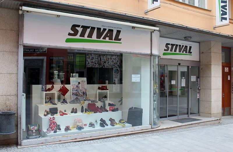 Zavřená galanterie a prodejna obuvi v Kobližné ulici v historickém centru Brna, 13. března 2021.