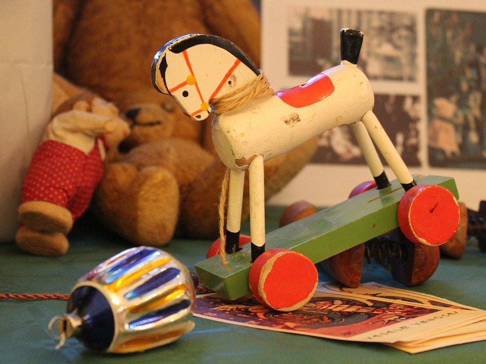 Moravské zemské muzeum připravilo v sobotu odpoledne vánoční odpoledne pro rodiny s dětmi ve stylu první republiky. Návštěvníci se dozvěděli o prvorepublikových oslavách Vánoc, děti se zabavily v tvořivých dílnách.