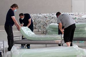 Záložní nemocnice na brněnském výstavišti končí. Hasiči nyní lůžka dezinfikují a připravují na uskladnění. Zařízení nakonec nebylo potřeba.