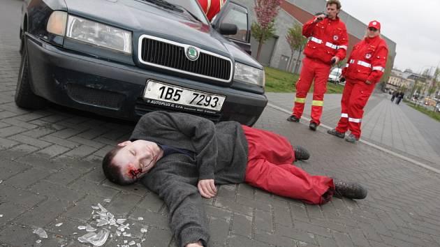 Alkokáry a cvičná nehoda u Vaňkovky.