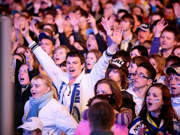 Na náměstí Svobody dorazilo jedenáct tisíc fanoušků.