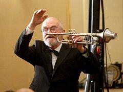 Brněnský jazzový trumpetista a skladatel Jaromír Hnilička v premiéře odehrál Brněnskou suitu.