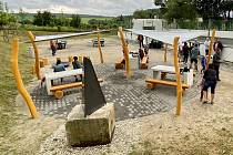 V Rosicích lidé od začátku července využívají novou odpočinkovou zónu u hřiště na Kamínkách.