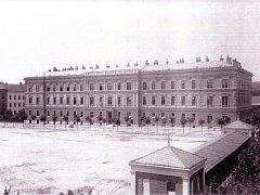 Porodnice Obilní trh - 90.léta 19.století, celkový pohled na hlavní objekt.