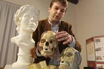 Brněnští antropologové zrekonstruovali podobu takzvané princezny z Býčí skály, která žila před více než 2500 lety. Přibližně třicetiletá žena byla obětována ve starší době železné.