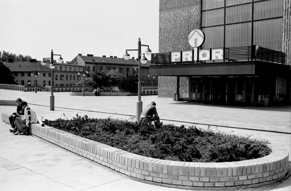 Populární obchodní domy Prior navštěvovali Brňané v ulici Dornych a na náměstí Svobody. Budovu v Dornychu (na snímku) po revoluci zrekonstruovali a doplnili o boční křídla.