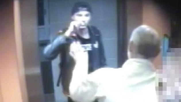 O všechny peníze přišel začátkem června třiapadesátiletý muž, kterého v noci napadl zatím neznámý útočník (na snímku vlevo).