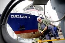 Dopravní podnik města Brna po zimě spustil na hladinu Brněnské přehrady už i loď Dallas.