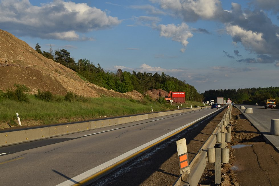 174. kilometr dálnice D1 u Říček na Brněnsku. Jedenácté nejvíce nehodové místo v kraji.