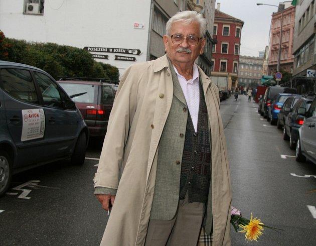 Spisovatele a fejetonistu Ludvíka Vaculíka štve hlavně moc peněz ve společnosti. Za prezidenta by volil Tomáše Halíka.