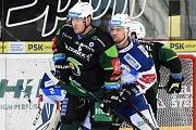 HC Kometa Brno v bílém (Tomáš Malec) proti HC Energie Karlovy Vary.