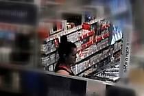 Z nákupního centra v Modřicích si totiž odnesla zubní kartáčky za víc jak dvanáct tisíc korun.