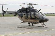 Ve vrtulníku nad brněnským letištěm.