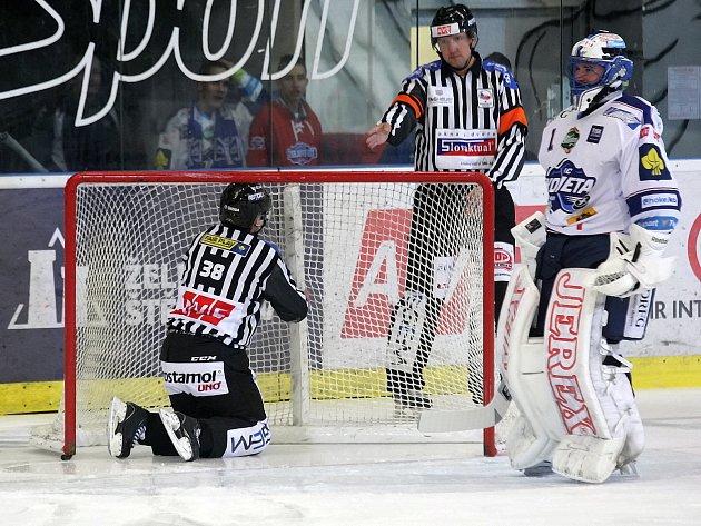 Hokejová Kometa v 27. extraligovém kole přivítala vedoucí tým tabulky z Liberce. Po vypjaté bitvě okořeněné bitkou Martina Dočekala s Jaroslavem Vlachem Brňané podlehli až v deváté sérii samostatných nájezdů 1:2.