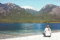 Tereza Mrvová si užívala ranní kávový rituál u jezera Arrayanes v národním parku Los Alerces.