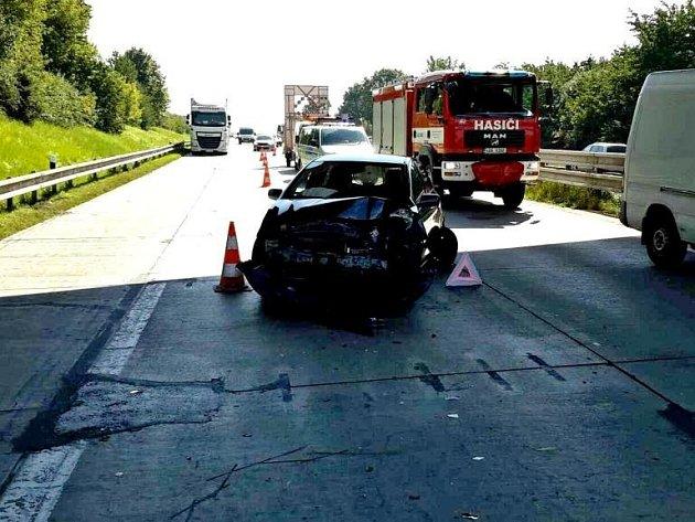 Nehoda na dálnici D1 u Tvarožné.