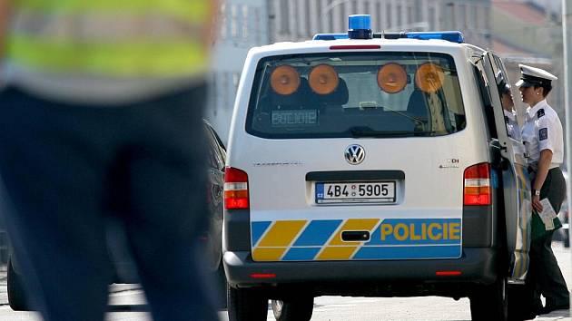 V brněnské Lidické ulici se v pátek dopoledne srazila tramvaj s autem.