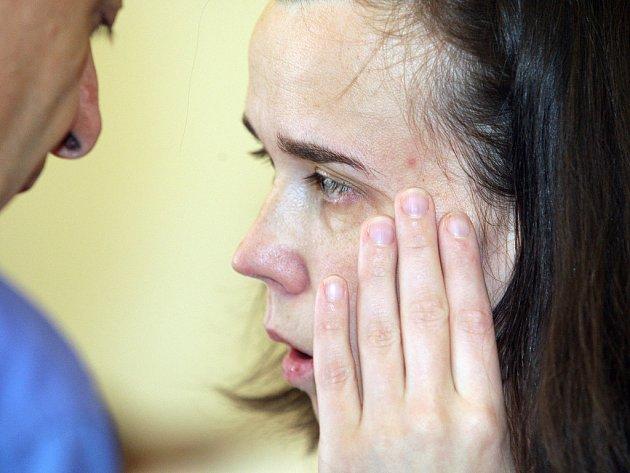 Soud odkryl další tajemství týrání bratrů Ondřeje a Jakuba v kuřimské kauze. Barbora Škrlová měla být podle psychologů čistá bytost bez minulosti, Kateřina Mauerová (na snímku) zřejmě byla tajemný doktor, který udílel matce týraných dětí mučící příkazy.
