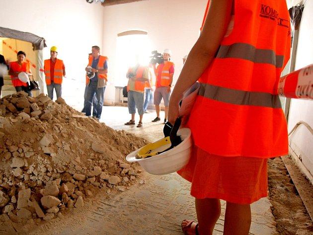Čtyři sta let starý kus papíru našli archeologové při průzkumu Staré radnice v Brně.