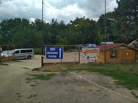 Od začátku července se lidé dostanou do brněnské zoo novým sezónním vstupem. Vzniklo i nové parkoviště.