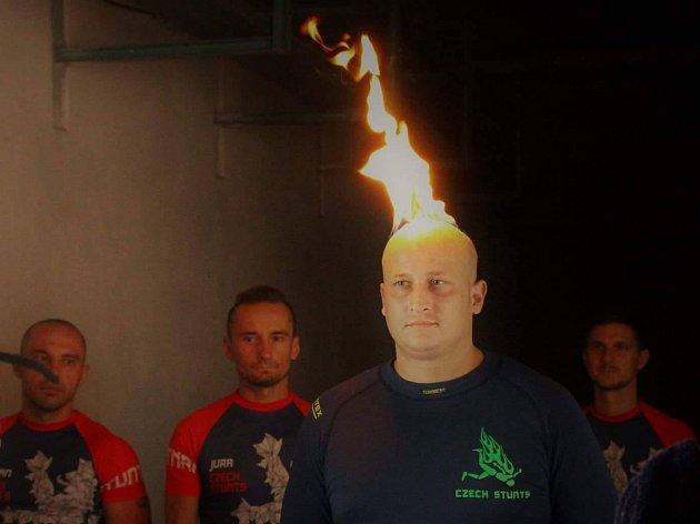 Dva nové české rekordy padly o víkendu v Brně. O jejich překonání se postarali filmoví kaskadéři, kteří ve městě trénovali hoření na holé kůži a pády z výšky.