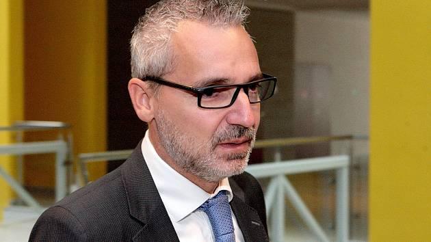 Tomáš Kratochvíl u soudu.