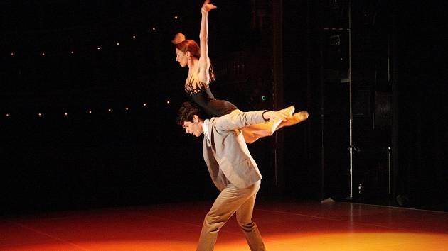V inscenaci účinkují členové Baletu Národního divadla Brno Martin Svobodník, Klaudia Bittererová (na snímcích), dále Emilia Vuorio a Arthur Abram.