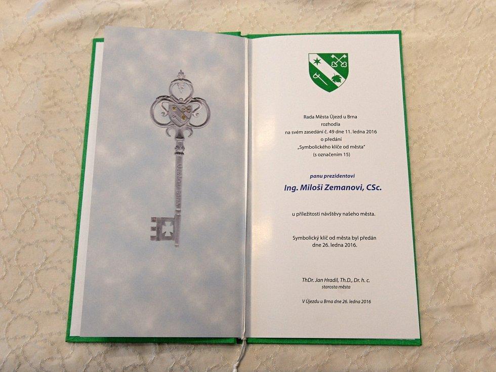 V Újezdu u Brna dostal prezident i klíč od města.