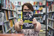 Celosvětově proslulá knižní série Milénium, kterou napsal Stieg Larsson, se ve čtvrtek 27. srpna dočkala svého pokračování. Na pultech brněnských knihkupectví se první den prodával čtvrtý díl, který v českém překladu vydalo nakladatelství Host z Brna.