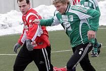 Fotbalisté Bystrce (na snímku v zeleném) se pokusí ubránit nejlepšího střelce turnaje Oprchala.