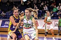 Slovenská pivotka KP Brno Lucia Hadačová (na snímku vpravo).