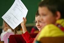 Prvňáci z brněnské základní školy Kotlářská převzali své první vysvědčení.