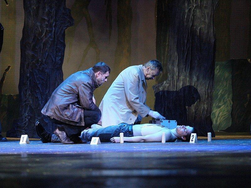 V Mahenově divadle autoři scénáře Daniel Landa, Zdenek Plachý a Jiří Šimáček dolaďovali poslední detaily očekávaného hudebního dramatu Tajemství Zlatého Draka.