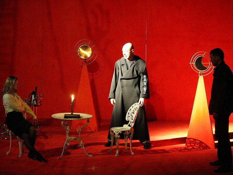 Fotografie z hudebního dramatu autorů Landy, Plachého a Šimáčka.