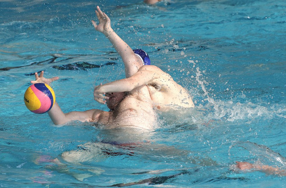 Porážkou o čtyři branky odstartovali čeští vodní pólisté Turnaj šestí zemí v Brně. V plaveckém stadionu za Lužánkami podlehli 7:11 Dánsku.