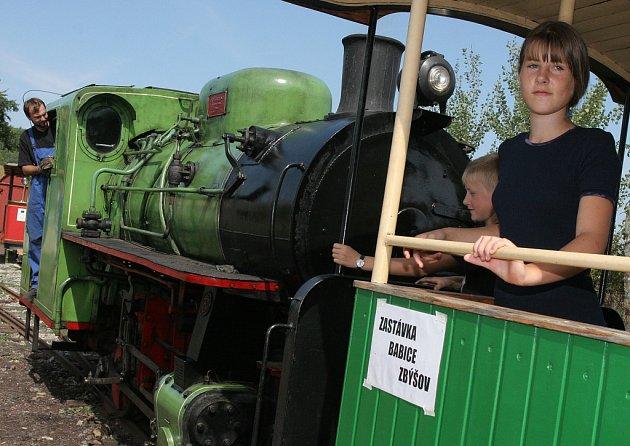 Muzeum průmyslových železnic uspořádalo den otevřených dveří s krátkou projížďkou lokomotivami s vagony