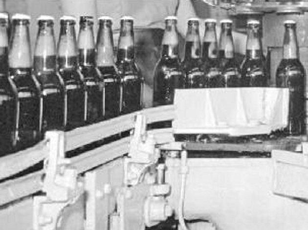 Sodovky a piva, které lidé kupovali v obchodech, pocházely obvykle od československých výrobců.