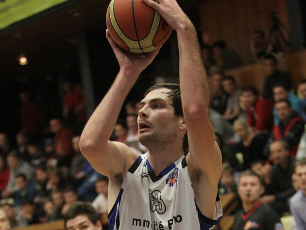 Basketbalista Petar Marič.