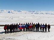 Čeští otužilci, kteří dobývají polární oblasti.