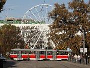Stavba ruského kola na Moravském náměstí v Brně.