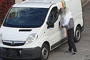Dva cizinci se vloupali do auta v brněnských Řečkovicích.