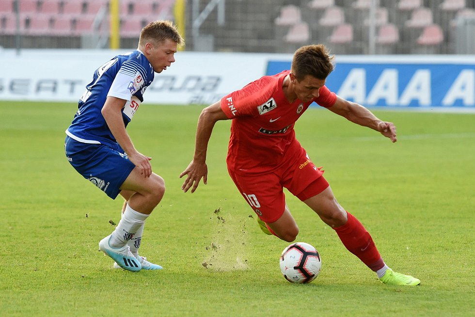Brno 26.7.2019 - domácí FC Zbrojovka Brno v červeném (Antonín Růsek) proti FK Pardubice