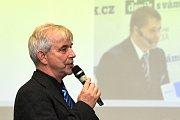 Starosta města Olešnice Zdeněk Peša chválí jednoduchost postupu žádosti o krajské dotace a zajímá se, zda představitelé kraje neplánují navýšení dotačního programu.